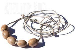 Handgemaakte leren ketting met kralen van hoorn