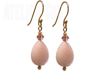Goud op Sterling zilveren oorstekers, met een kleine swarovski en een Roze Aventurijn in druppelvorm