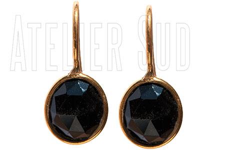 Handgemaakte goud op Sterling zilveren oorstekers met een zwarte Onyx edelsteen in een goud op Sterling zilveren zetting