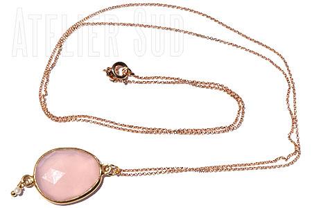 Handgemaakte fijne schakelketting met een Pink Chalcedoon edelsteen in rozet geslepen in een cupje van Goud op Sterling zilver, met een verguld kettinkje