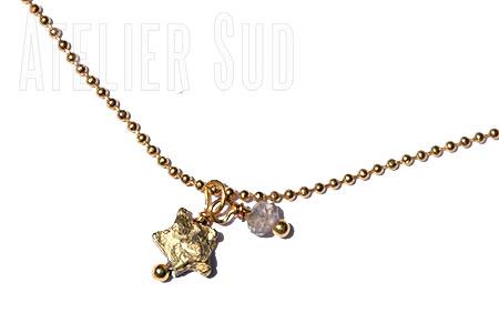 Korte vergulde ball-chain ketting met een goudkleurig sterretje en een Labradoriet edelsteentje