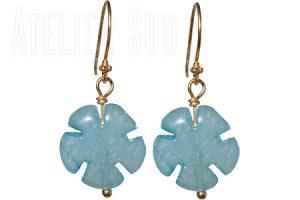 Handgemaakte goud op Sterling oorstekers met een Aquamarine edelsteen in bloemvorm