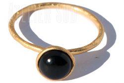 handgemaakte goud op sterling zilveren ring met een cabuchon geslepen zwarte Onyx edelsteen