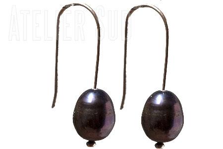 Sterling zilveren oorhangers met zwarte parels