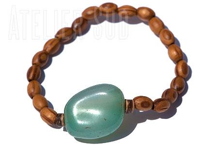 Handgemaakte houten armband met een aquamarijn edelsteen