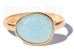 Handgemaakte goud op Sterling zilveren ring met een facet geslepen Aqua Chalcedoon edelsteen.