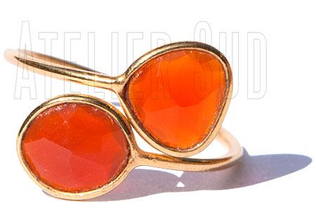 Handgemaakte goud op sterling zilveren ring met twee onregelmatig gevormde Oranje Carneool facet geslepen edelstenen