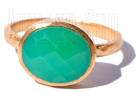 handgemaakte ring met edelsteen