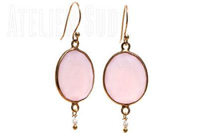 Roze Chalcedoon edelstenen in goud op Sterling zilveren oorbellen met een gekweekt pareltje