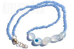 Ketting van vijf lichtblauwe Chalcedoon edelstenen en kraaltjes van gerecycled matglas