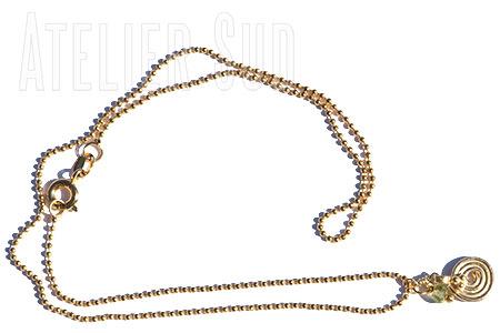 Korte vergulde ball-chain ketting met een goudkleurig sterretje en een Peridot edelsteentje