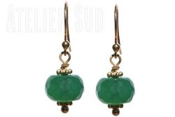 Handgemaakte oorbellen van Goud op Sterling zilver en een groene facetgeslepen rondelvorm Agaat edelsteen