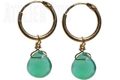 Handgemaakte goud op Sterling zilveren kleine Bali oorringetjes met een groen Onyx facetgeslepen edelsteentje