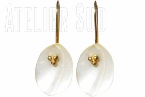 amy-parelmoer-handgemaakte-oorbellen